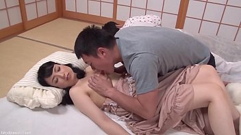 Два гомосексуалиста занимаются поревом на кровати