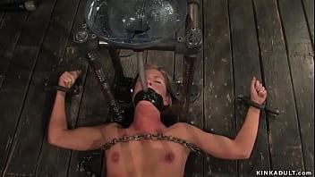 С большой жопой училка совратила первокурсника на шикарный секс на столе