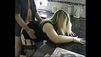 Полисмен трахнул татуированную проказницу в автомобилю