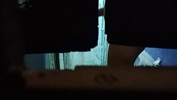 Рыжая веб-шлюха светит крупными титьками и аналом напротив вебкамеры