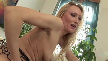 Модельная девчоночка показала голый жопа