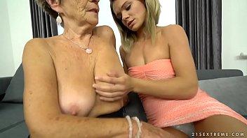 Пластичные лезбиянки показывают отличную растяжку