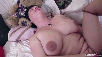 Домашний анальный секс с миловидной брюнеткой