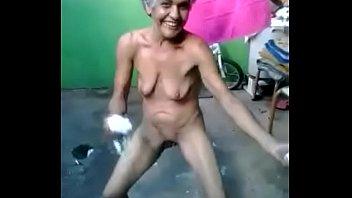 Девчонка чпокается в волосатую пизду с волосатым лобком раком