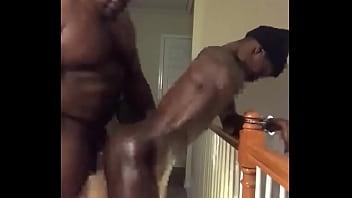 Домработница провинилась перед лесбиянкой и получила страпон в узкую попу